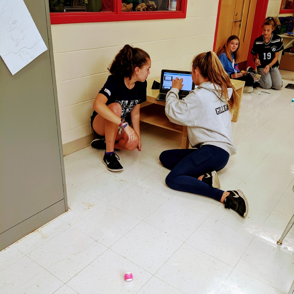 students programming their Spheros