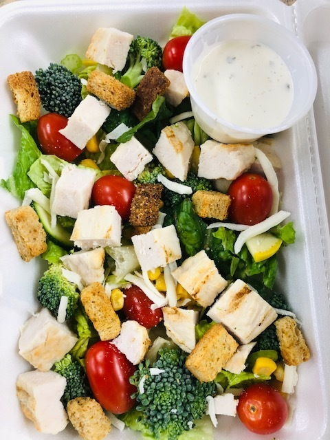Today's healthy meal offering.....Cheese tortellini with fresh veggies and Garden Salad with grilled chicken. Check out the MPS website for details about the FREE meals program.